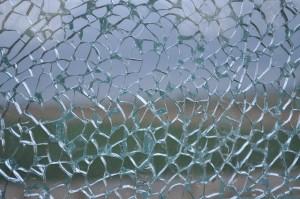 ガラスのヒビ